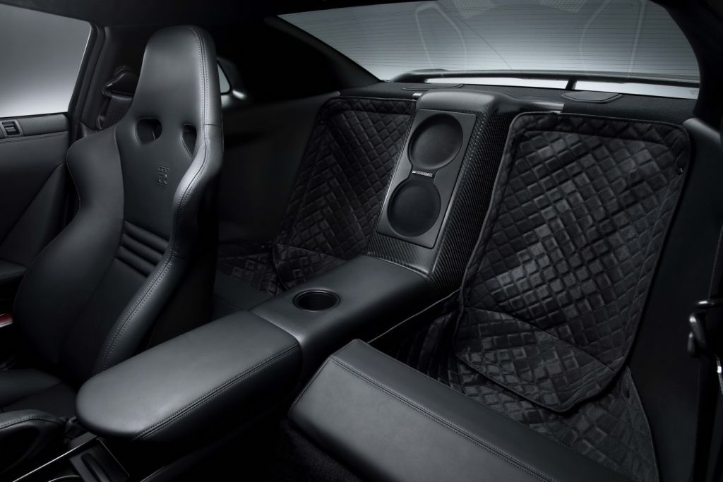 nissan gt r specv presentata ufficialmente. Black Bedroom Furniture Sets. Home Design Ideas